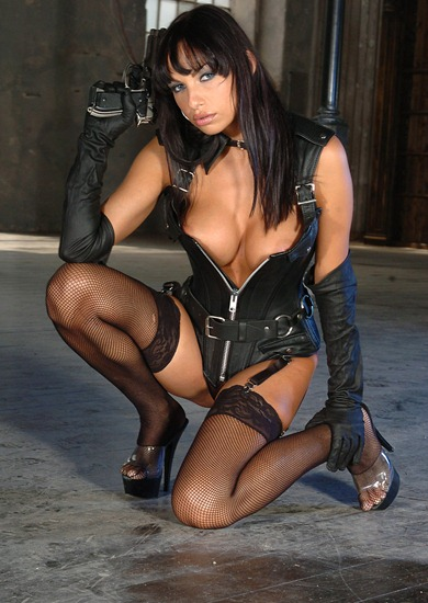 marta_posing_in_sexy_leather_outfit